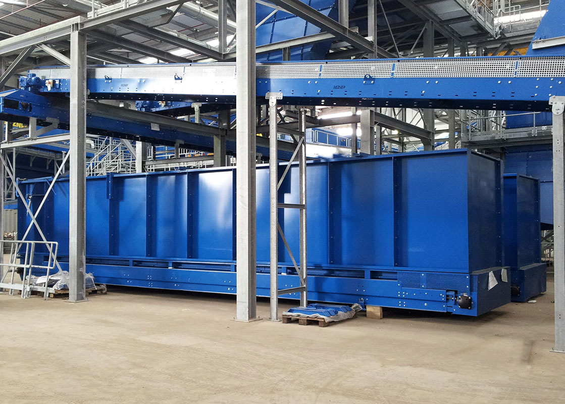 Bunker for buffering waste in material recovery facility MRF
