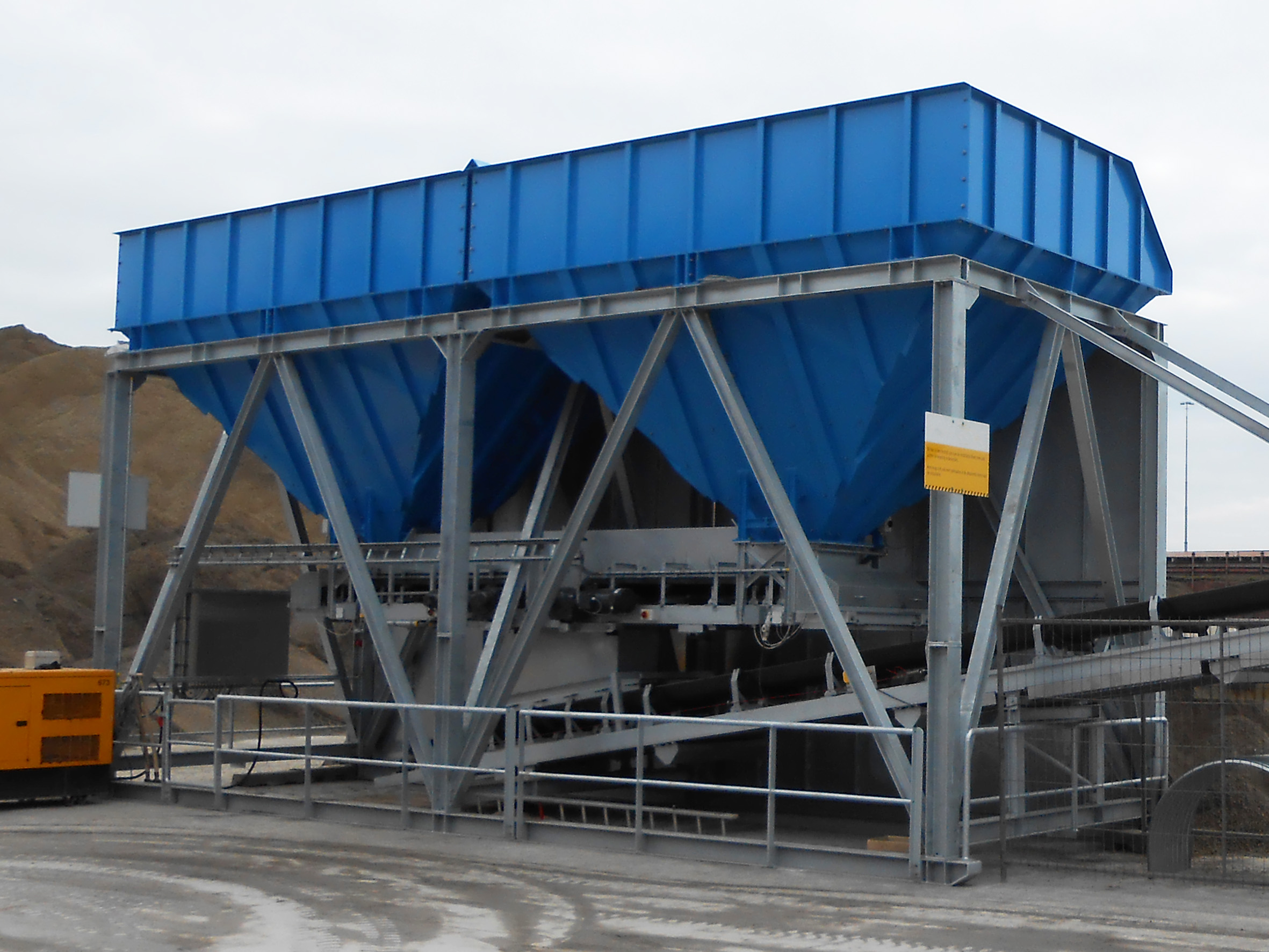 Bunker For Storage And Conveyance Of Dry Bulk Goods N M