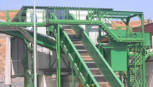 chain conveyor for heavier materials