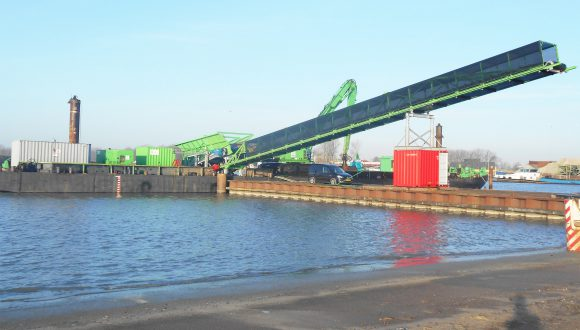 ship unloading conveyor -