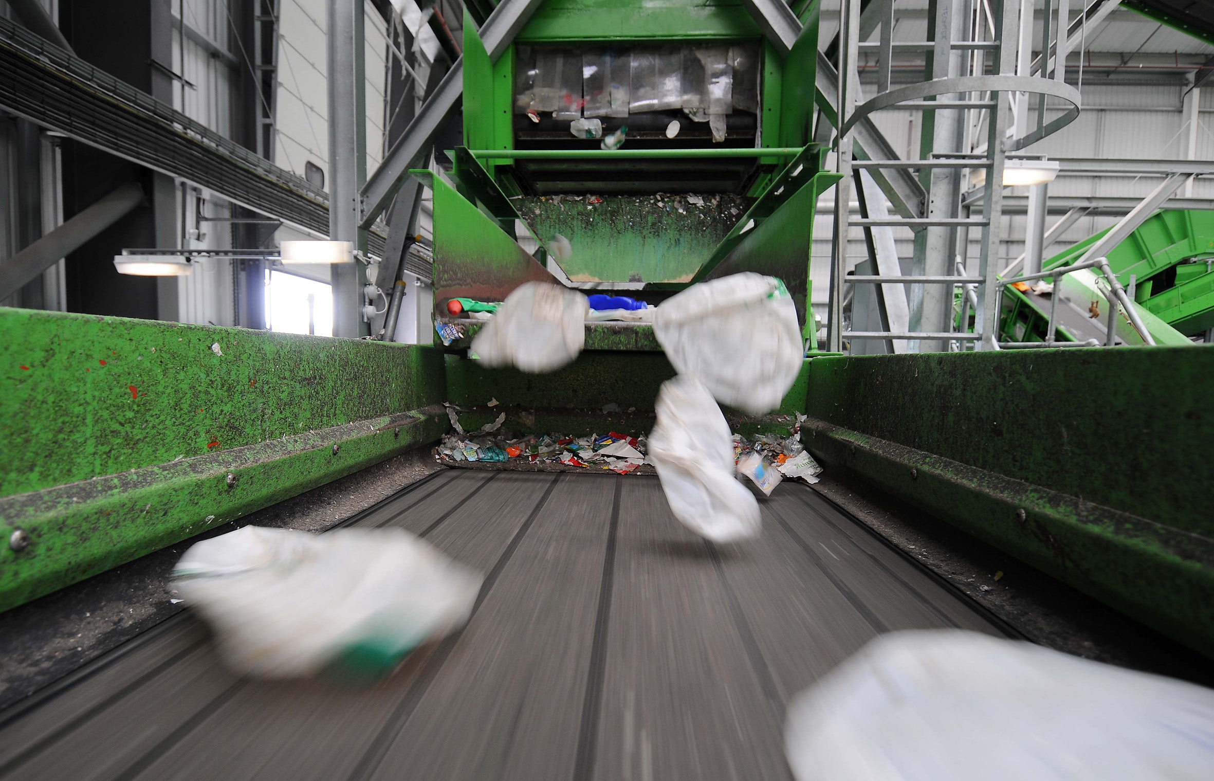 conveyor PET bottles sorting