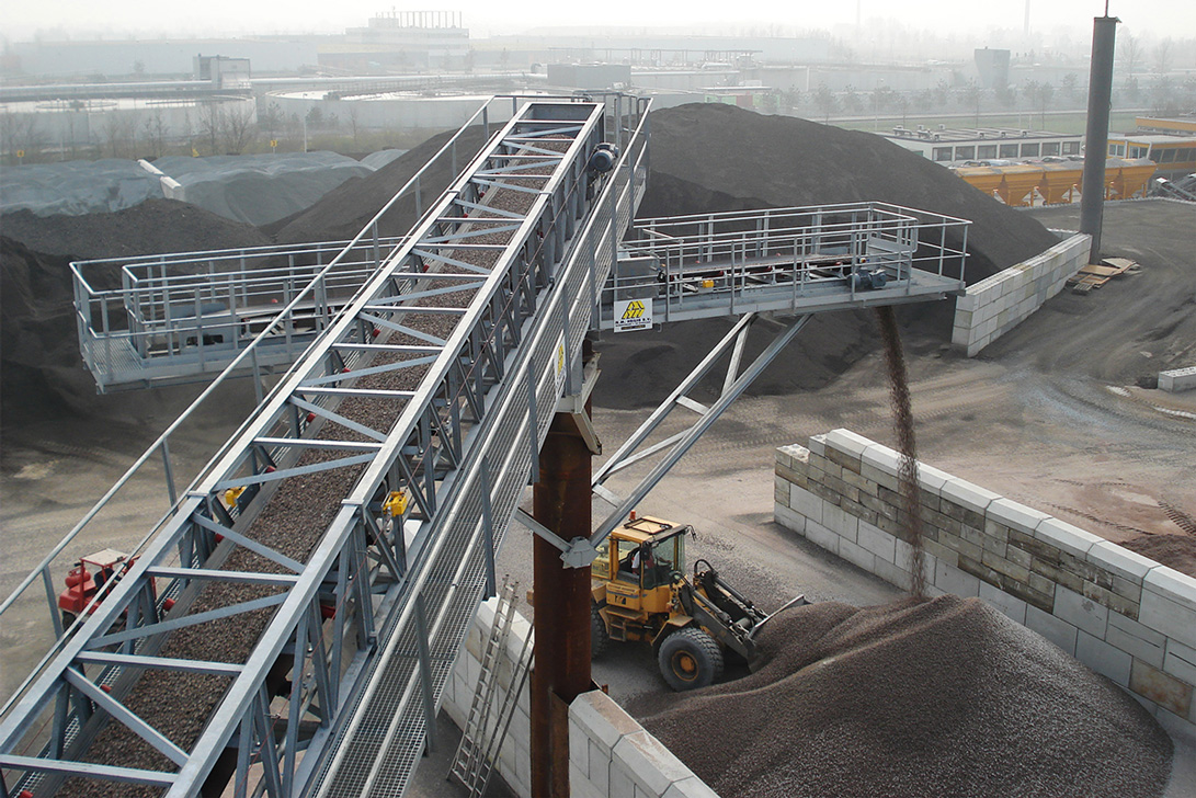 Sand and gravel unloading installation