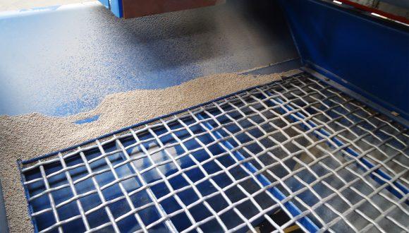 feed bunker grid dry bulk material