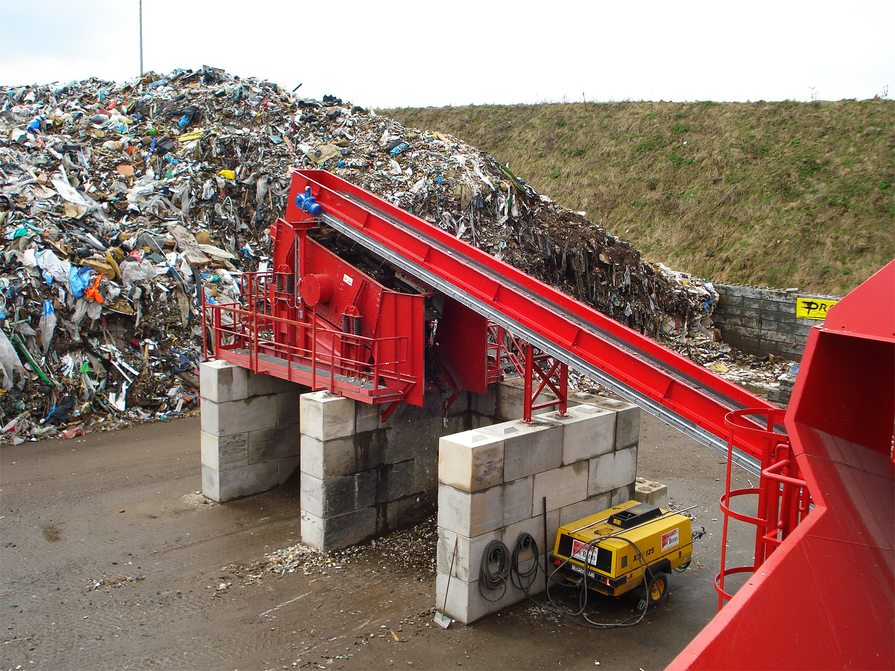 Construction and demolition waste recycling installation
