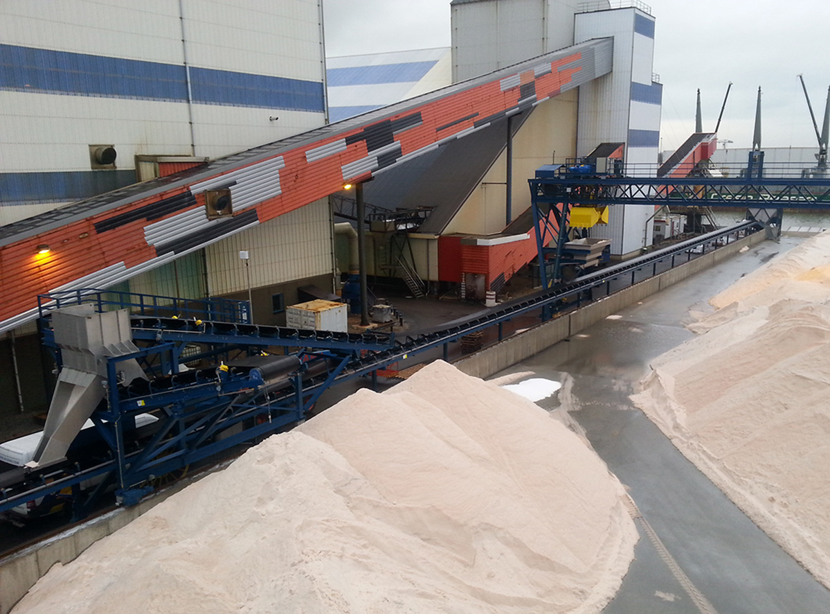 Salt terminal conveyor systems