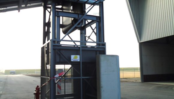 Belt conveyors for conveying bottom ash (2)