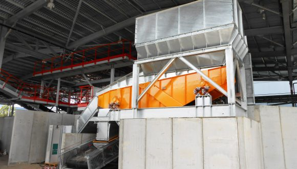 horizontal screen for bulk materials