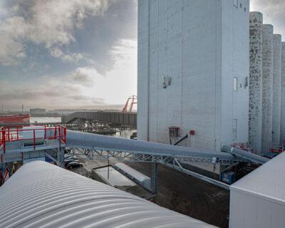 Loading and unloading conveyor belt system for EBS